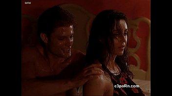Миленькая русская чикса ласкает в ванной после секс шалости