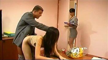 Латино-американка ласкает, сосет лысому качку и чпокается с ним на бильярдном столе