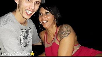 Накрашенная сучка в колготках порется с татуированным молодчиком раком и в других позициях