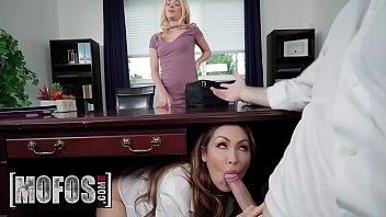 Сладкий домашний групповой секс с участием восьми человек