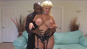 Мужик с ролики камерой пишет секс со своей девушкой