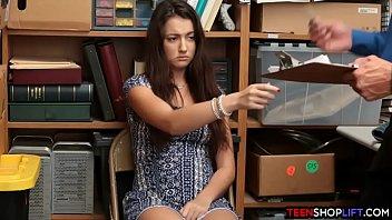 Лесбияночка лижет писю телочки с связанными руками