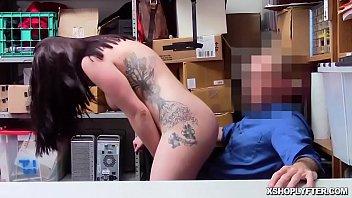 Блудливая россиянка за 30 сделала минет член доставщика пиццы