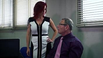 Анальный секс около камина со хорошенькой молодухой после минета
