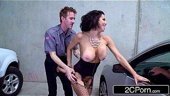 Девушка с лысой пиздой приносит напарнику соснуть ее клитор