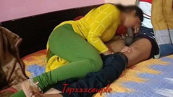Африканец на кухне на столе дал на рот кудрявой шалаве и грубо вдул ей в тугую мохнатку