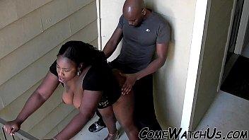 Лесбиянка вылизала задница зрелой подруги и поимела ее очко членозаменителем
