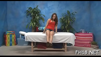 Лесбиянки мастурбируют пёзды и вылизывают спутник спутника на дивана